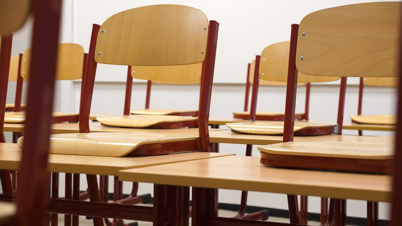 Classroom Chairs Tables School  - Taken / Pixabay